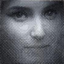 Olga, 2019, 80x80cm, dieci fogli di rete metallica intagliati a mano e sovrapposto a fondale in alluminio lucidato