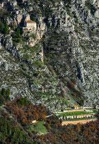 Sant'Onofrio al Morrone, in basso il Santuario italico di Ercole Cuirino
