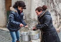"""Villavallelonga, Sant'Antonio Abate. La distribuzione della """"favata"""""""