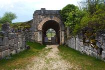 Alba Fucens, ingresso dell'anfiteatro