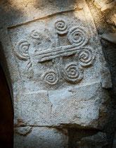 San Benedetto in Perillis, croce longobarda