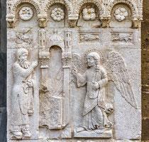 Portale della Luna, annunciazione dell'Angelo a Zaccaria