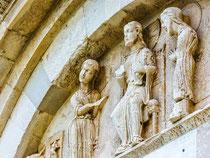 San Giovanni in Venere, portale della Luna