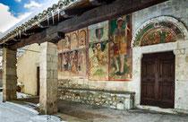 Chiesa di San Panfilo, Tornimparte, il portico  © foto Paradisi