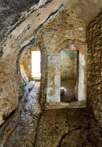 San Bartolomeo in Legio, ingresso orientale. Roccamorice