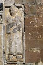 San Pietro ad Oratorium, San Vincenzo bassorilievo sulla facciata