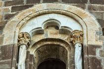 San Giovanni in Venere, monofora dell'abside centrale.