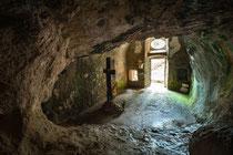Sant'Onofrio al Morrone, l'interno della grotta