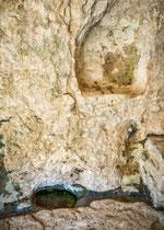 San Bartolomeo in Legio, piccola risorgiva all'interno.  Roccamorice