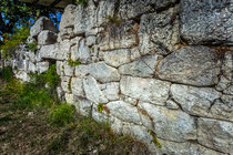 Schiavi d'Abruzzo, Area Templi Italici, muro poligonale