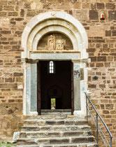 San Giovanni in Venere, portale delle Donne