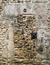 Santo Stefano, porta murata della torre campanaria