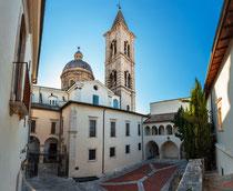 Sulmona, cortile del palazzo dell'Annunziata