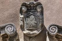 Santo Stefano, stemma del portale