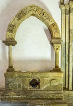 San Giovanni in Venere, cripta. Tomba o reliquario di Trasmondo