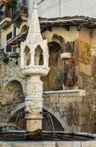 Fontecchio, Fontana Trecentesca ed edicola