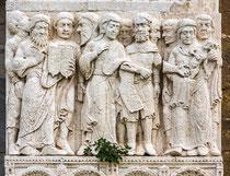 Portale della Luna, Zaccaria scrive il nome e la circoncisione di Giovanni Battista