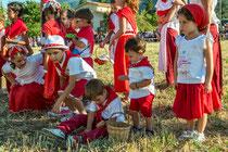Navelli, Palio degli asini. I partecipanti in costume tradizionale