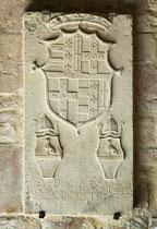 San Pietro ad Oratorium, lapide con stemmi