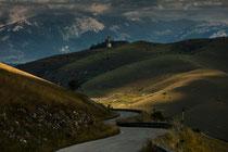 Gran Sasso, la Rocca di Calascio e la Maiella sullo sfondo