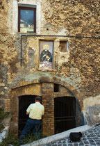 San Benedetto in Perillis, uno degli ingressi alle grotte