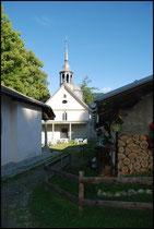 Début de randonnée avec une petite chapelle