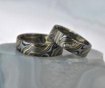 4G8 Mokume Gane Ringe -  Gelbgold 22K, Palladium 500, Silber 935 geschwärzt, Diamanten TW.Si. 1 mm