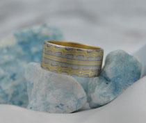 2E - Breiter (ca.9,6 cm) Mokume Gane Ring Gelbgold 22K, Palladium 500, Silber 935, Innenring aus Gelbgold