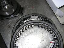 Original-Schaltmuffe für 4-Ganggetriebe nicht mehr lieferbar (unten), Schaltmuffe für 5-Ganggetriebe neu (oben)