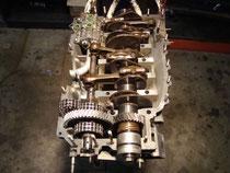 2.7 RS: Kurbelwelle feinpoliert, neu gelagert, Zwischenwelle, Ölpumpe und Zahnradpaare erneuert