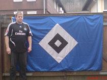Ich mit meiner großen HSV-Fahne