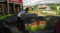 Lagerfeuerstimmung nach Aufräumaktion
