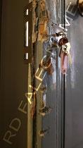 Porta d'Ingresso Vecchia Milano in Legno rovinata dal tentato furto