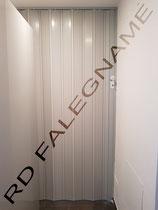 Porta a Soffietto in PVC colore Grigio fissata sul muro e cartongesso
