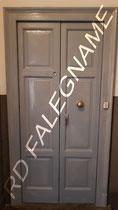 Porta d'Ingresso Vecchia Milano ripristinata con tasselli di legno e Verniciatura a Smalto