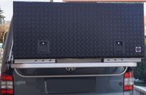Pulverbeschichtet in RAL 9005 Schwarz matt