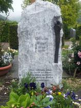 Lápida sepulcral en el cementerio de Aesch - Bronce