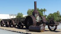 Un ancien tracteur des mines de borax qui a remplacé les convois de 20 mules