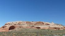 Sur la route, on commence à voir les prémices des arches naturelles