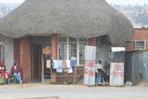 Lésotho, cabine téléphonique dans une petite ville
