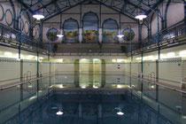 Historische Hallenbäder: Eine besondere Dachkonstruktion im Stadtbad Charlottenburg