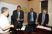 Besuch beim Gouverneur der Provinz Taita Taveda, Bernd Franke, John Mtuuta Mruttu, Prof Hamdi Iddi Boga, Prof. Volkmar Kreissig (v.l.n.r.), Foto Dirk Wieland