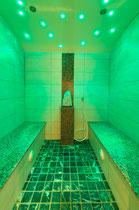 Aroma Dampfbad im Hotel Waidachhof grün beleuchtet