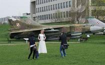Hochzetsbild vorm Flugzeug- Traumfrau oder nicht;-))))gesehen von Andy in Krakow