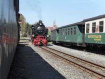 Mittägliche Zugkreuzung in Hammerunterwiesenthal.