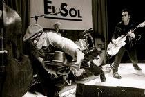 Victor, Pedro Herrero y Ricardo Moreno en: Victor Coyote vuelve al Rockabilly por Navidad. Sala El Sol 2012 Foto:Alfonso Camarero Orive