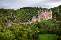 Aus Menschen werden matschige Geister, Langzeitbelichtung an Burg Eltz