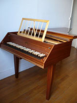 clavecin allemand  transformé .......