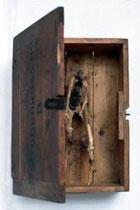 Patronenkast. 88B, 1998, 48x35x17 cm, madera, huesos
