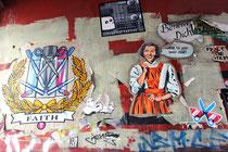 Paste Up-Sammlung in einer Toreinfahrt im Schanzenviertel